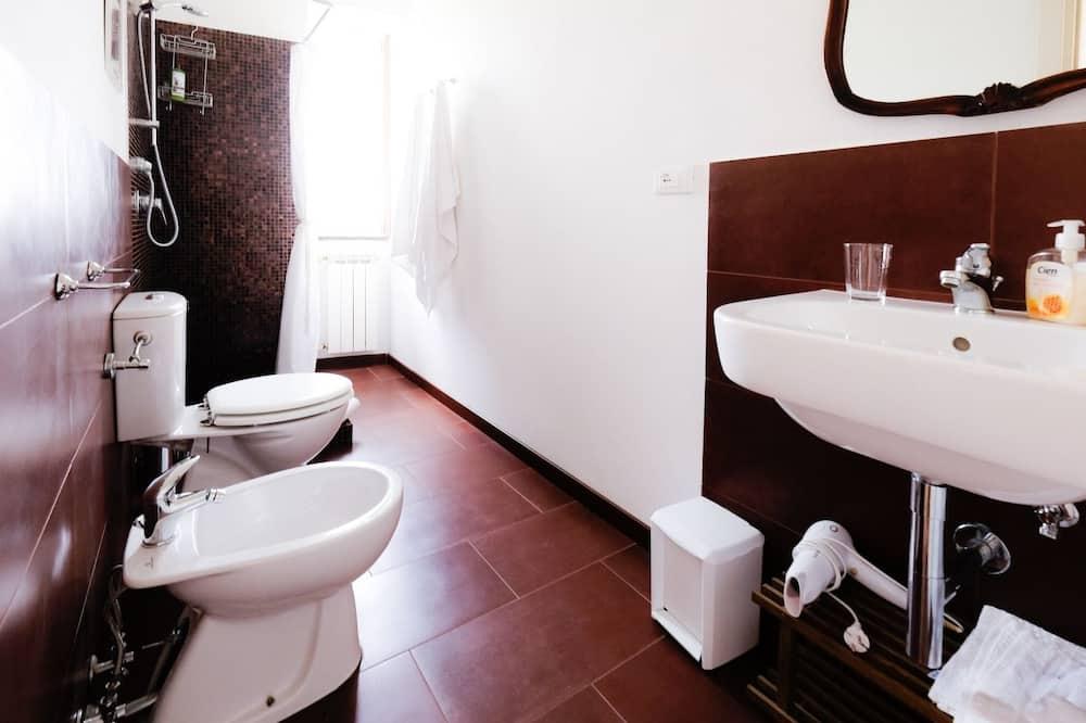 Doppelzimmer, Nichtraucher, eigenes Bad - Badezimmer