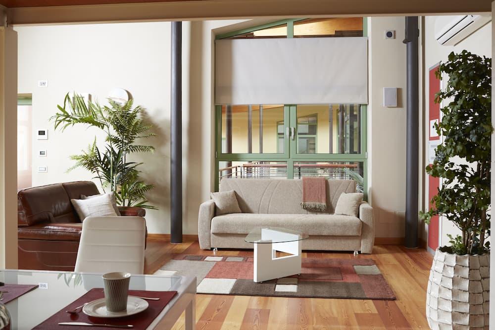 Люкс «Гранд», Несколько кроватей, для некурящих - Зона гостиной