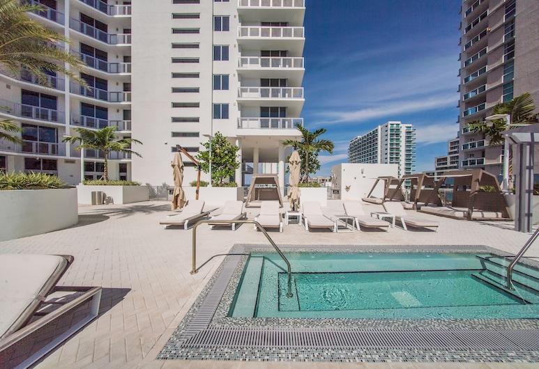 NUOVO - Wynwood / Design District, Miami, Bain à remous extérieur