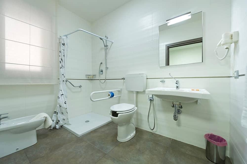 Habitación con 1 cama doble o 2 individuales, balcón - Baño