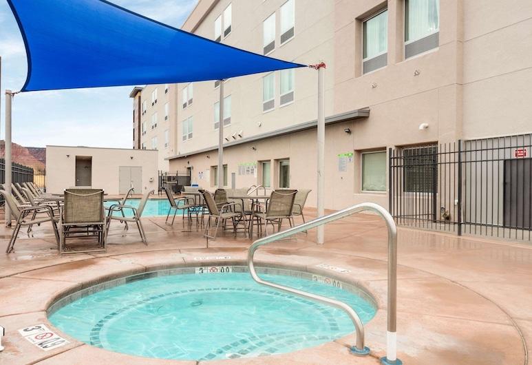La Quinta Inn & Suites by Wyndham Kanab, Kanab, Outdoor Spa Tub