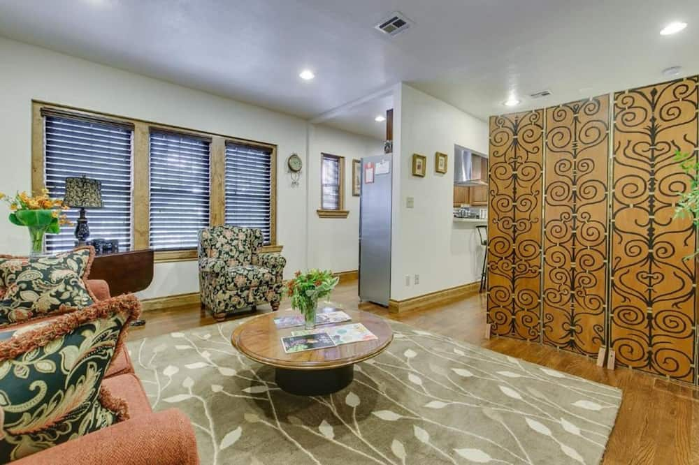 Comfort Room, 1 Bedroom, Non Smoking, City View - Living Area