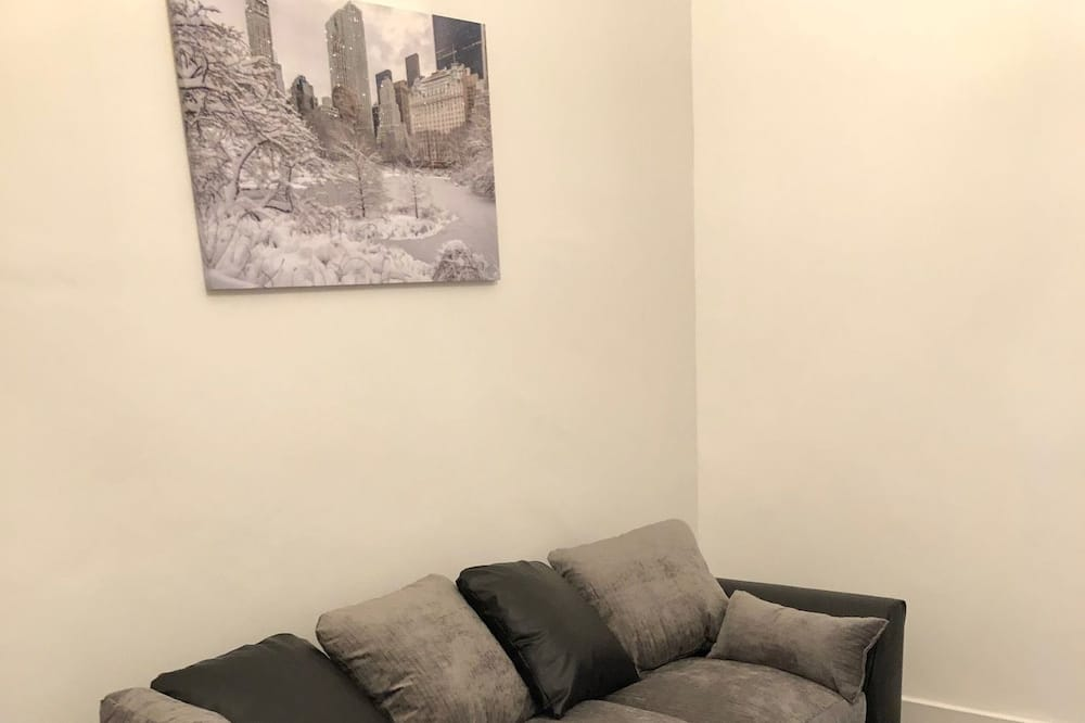City Apartment, 2 Bedrooms, Non Smoking - Living Room