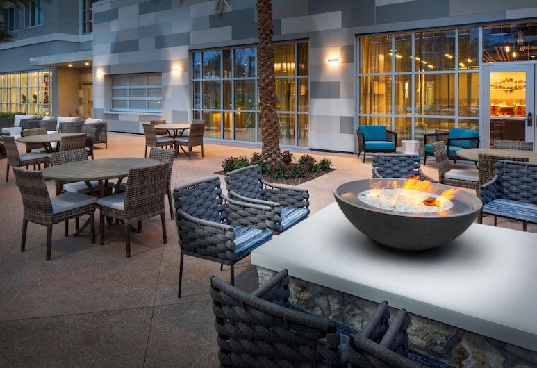 Hotel Indigo Gainesville-Celebration Pointe, Gainesville, Terasz/udvar