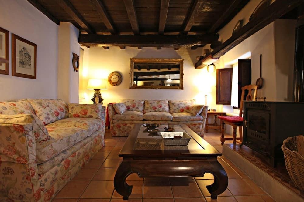 House, 4 Bedrooms (La Grande) - Living Room