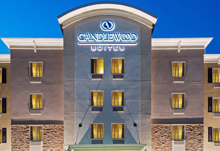 Candlewood Suites Rochester Mayo Clinic Area, Rochester, Hotel Front – Evening/Night