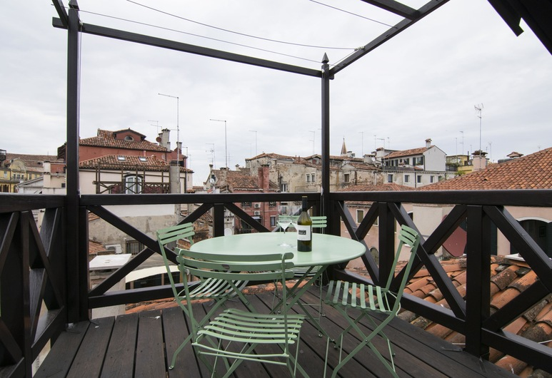 Residenza Colombina, Venice, Apartment, 3 Bedrooms, Canal View, Terrace/Patio