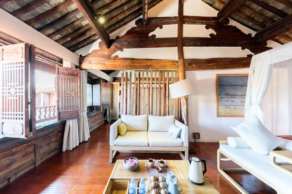 Luxury Σουίτα, Μπανιέρα, Θέα στην Αυλή - Περιοχή καθιστικού