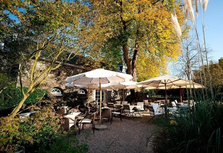 Weinromantikhotel Richtershof, Mühlheim, Speisen im Freien