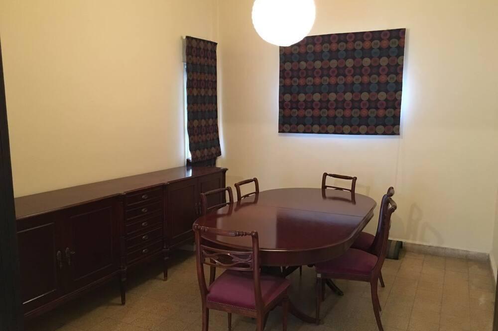 Apartment, 3Schlafzimmer, 2 Bäder, Stadtblick - Essbereich im Zimmer