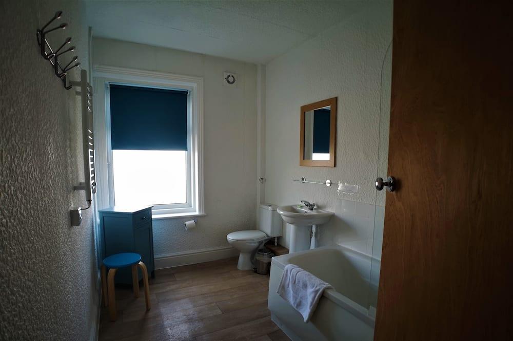 Familien-Vierbettzimmer, mit Bad - Badezimmer