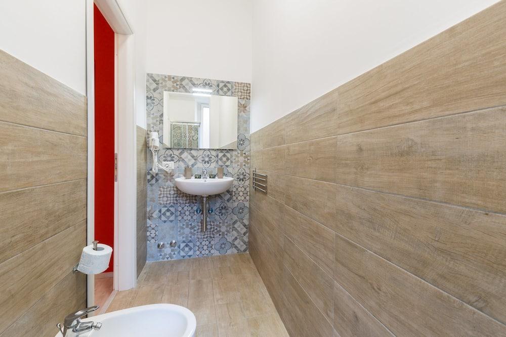 Chambre Double Deluxe, vue cour intérieure - Salle de bain