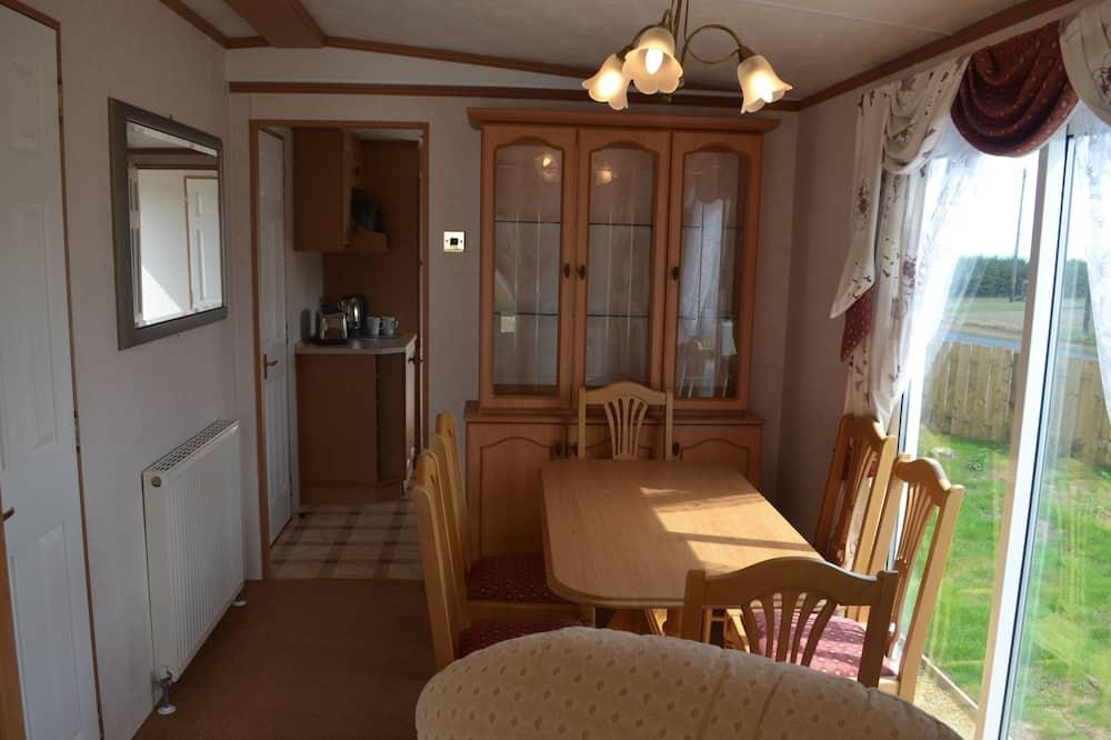 Дім на колесах «Делюкс», 3 спальні (The Park Lane) - Обіди в номері