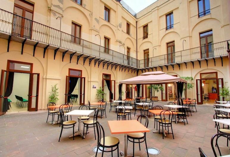 Hostel Marina, Кальярі, Сад