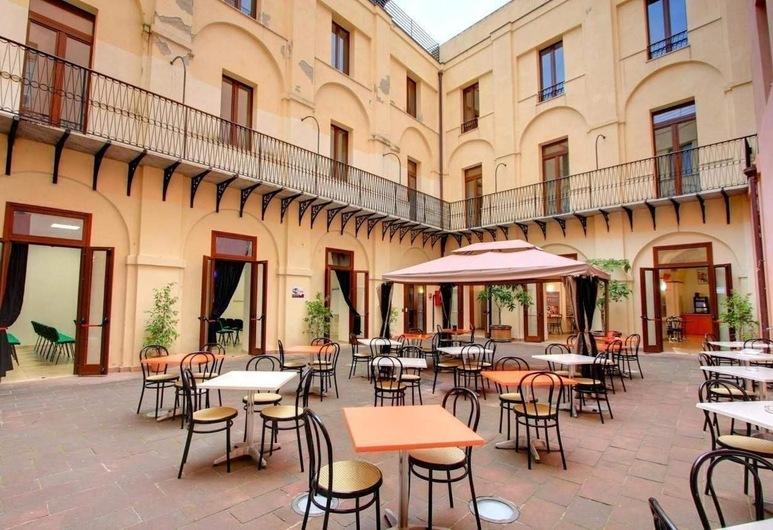 Hostel Marina, Cagliari, Giardino