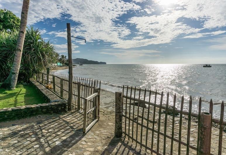 HangOut Beach & Resort, Malay, Strand