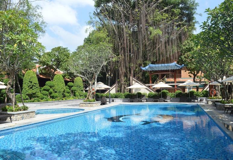 芳南度假村, 顺安镇, 室外游泳池