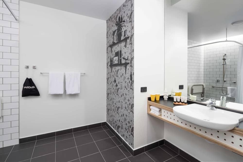 Room, Accessible, City View (Atura)  - Bathroom
