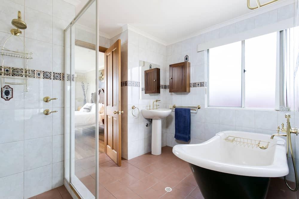 Будинок, 5 спалень, 2 ванни, з видом на річку - Ванна кімната