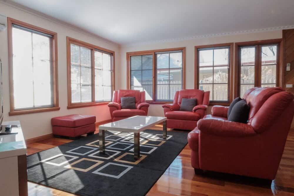 Māja, divas guļamistabas, skats uz okeānu (The House) - Dzīvojamā istaba