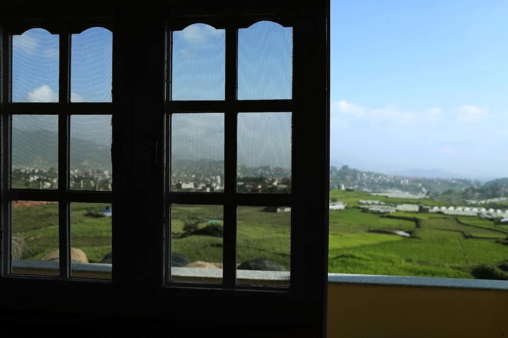 Classic Triple Room, Smoking, Hill View - Balcony View