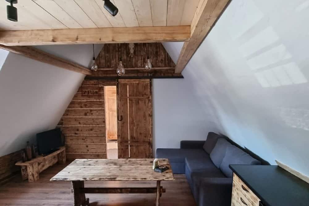Quadruple Room, 1 Bedroom, Private Bathroom, Mountainside - Living Room