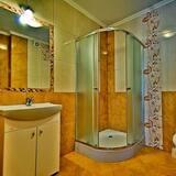 Vierbettzimmer, 1 Schlafzimmer, eigenes Bad, Bergseite - Badezimmer