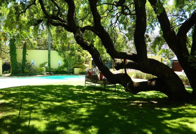 Kareeblom Guesthouse, Pretoria, Jardin