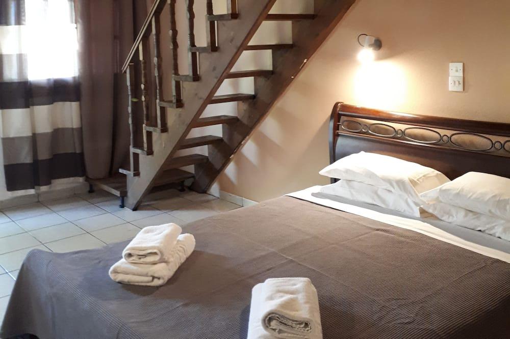 Basic Loft, Multiple Beds, Smoking - Guest Room