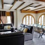 Hus - flere soveværelser - terrasse - bjergudsigt - Stue