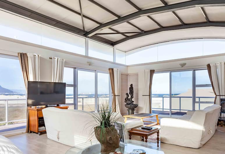7th Wonder Guesthouse, Cape Town, Penthouse (Table Mountain), Living Area
