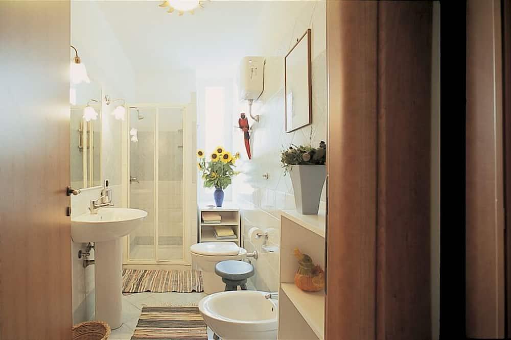 Economy-Doppelzimmer, Nichtraucher, Gemeinschaftsbad - Badezimmer