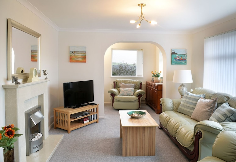 Betty's Place, Looe, Cottage, Living Area