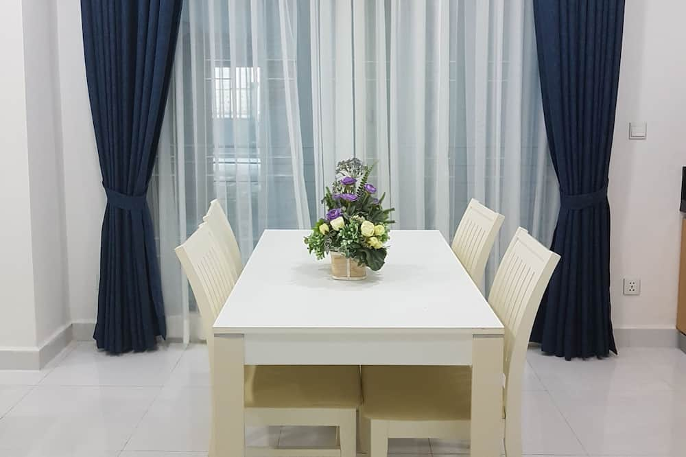 Apartment with Balcony  - In-Room Dining