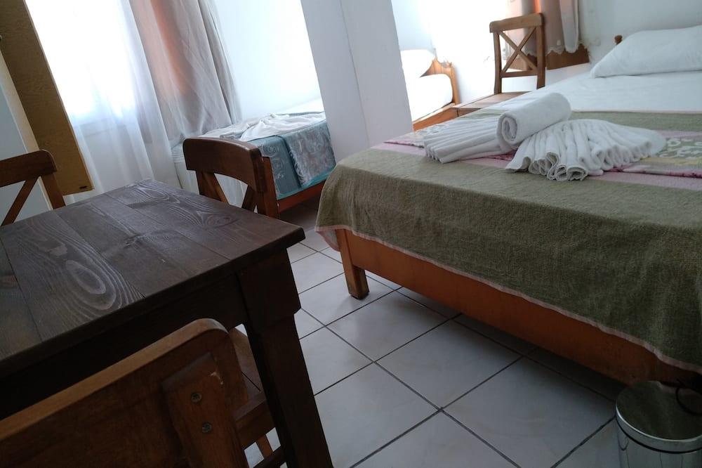 Economy Apartment, 2 Bedrooms, Kitchenette - Living Area