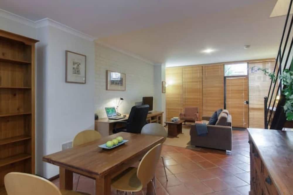 Comfort Apartment, 2 Bedrooms - In-Room Dining