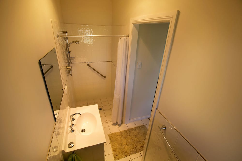 Apartment, 1 Queen Bed, Lake View - Bathroom