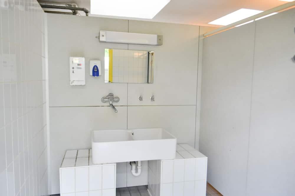 เต็นท์, เตียงใหญ่ 1 เตียง, ห้องน้ำรวม - อ่างล้างมือ