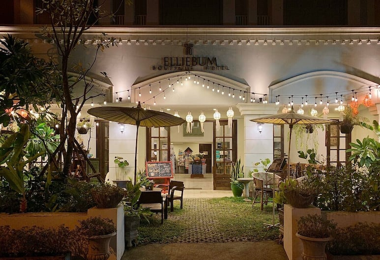 Elliebum Boutique Hotel, Chiang Mai, Hotel Front – Evening/Night