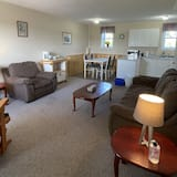 Family Suite, 2 Bedrooms, Kitchen, Bay View (Master) - Living Area