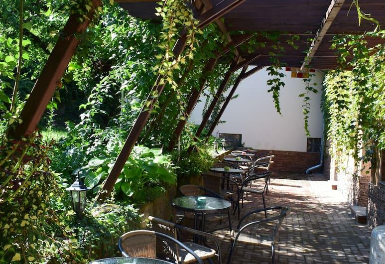 Aparthotel Orient, Eger, Terassi/patio