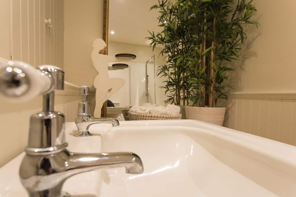 Izba typu Classic s dvojlôžkom alebo oddelenými lôžkami - Kúpeľňa