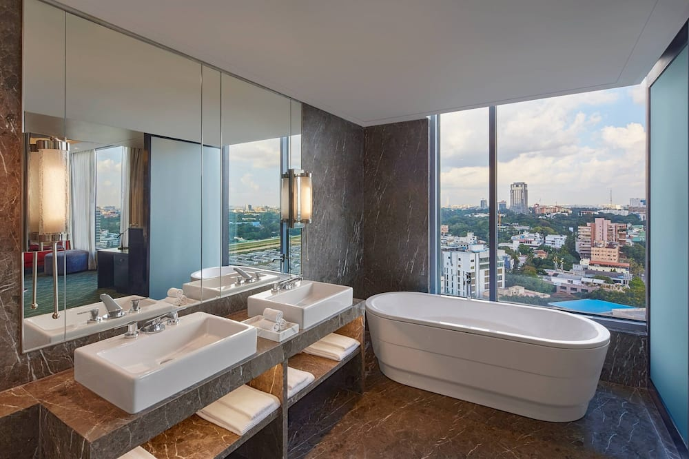 Grand Room, 1 King Bed, Non Smoking - Bathroom