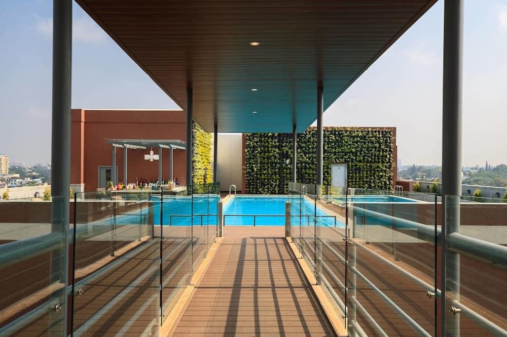 行政客房, 1 張特大雙人床, 非吸煙房, 露台 - 室外泳池