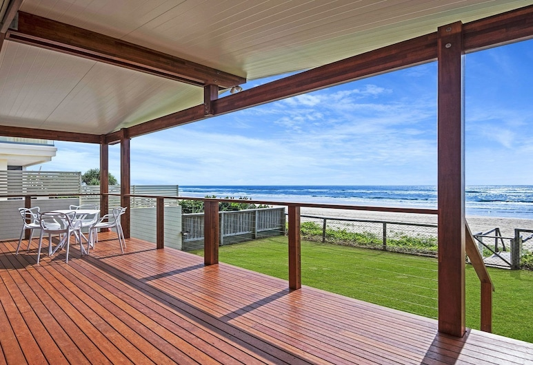 Palm Beach Absolute Beach Front Holiday Home, Kingscliff