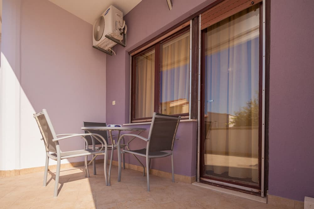 Superior Triple Room, 1 Queen Bed with Sofa bed, Non Smoking - Balcony