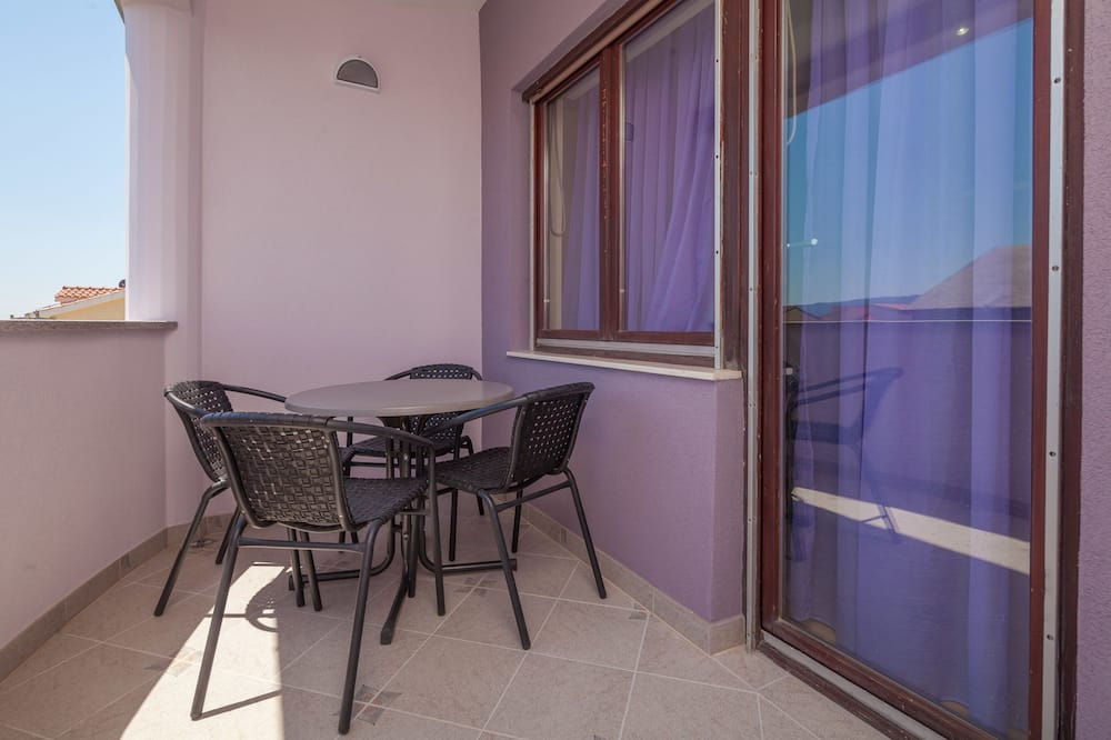 Comfort Triple Room, 1 Queen Bed with Sofa bed, Non Smoking - Balcony