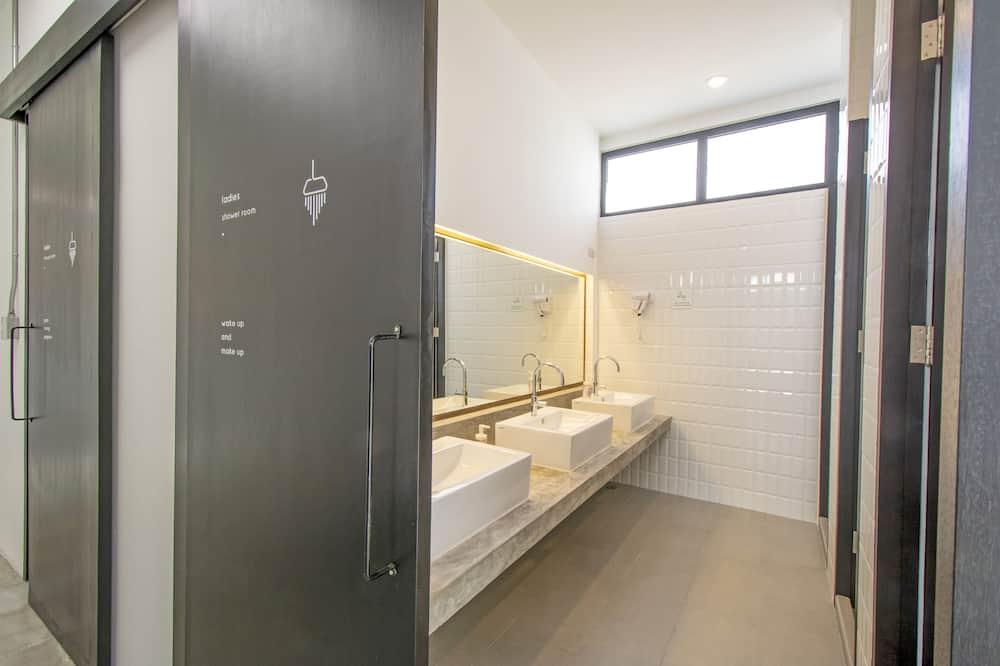 Basic Ortak Ranzalı Oda, Sadece kadınlar için - Banyo
