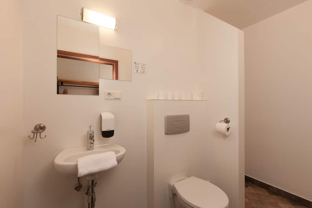 Family Quadruple Room, Private Bathroom - Bathroom