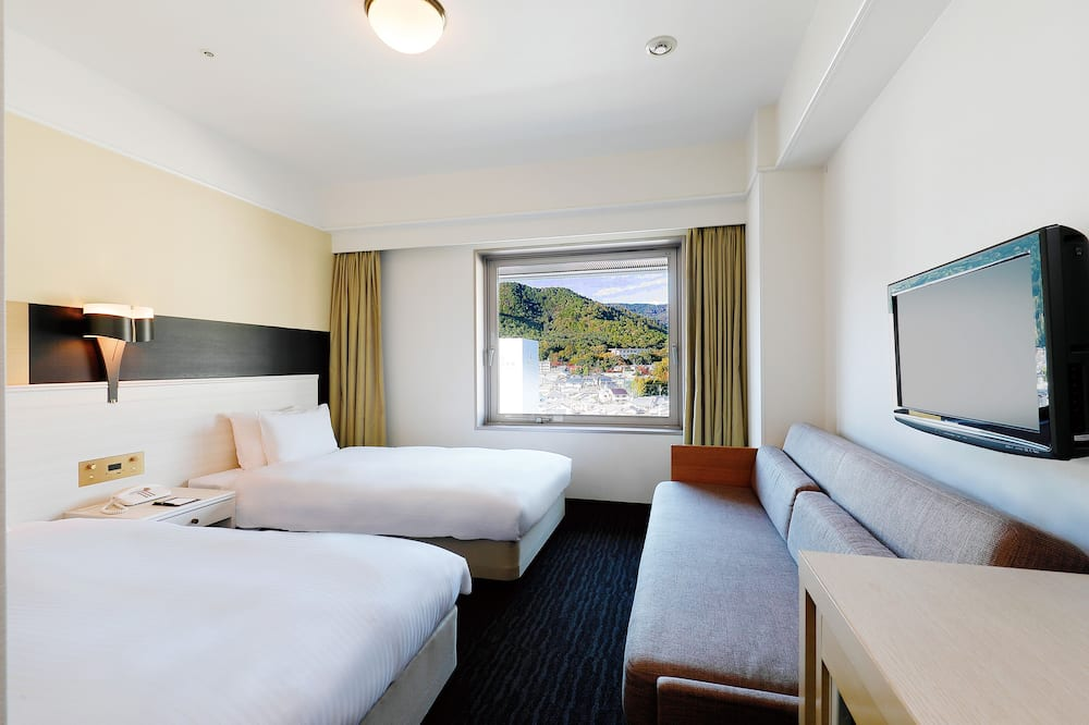 Superior Triple Room, Non Smoking - Mountain View